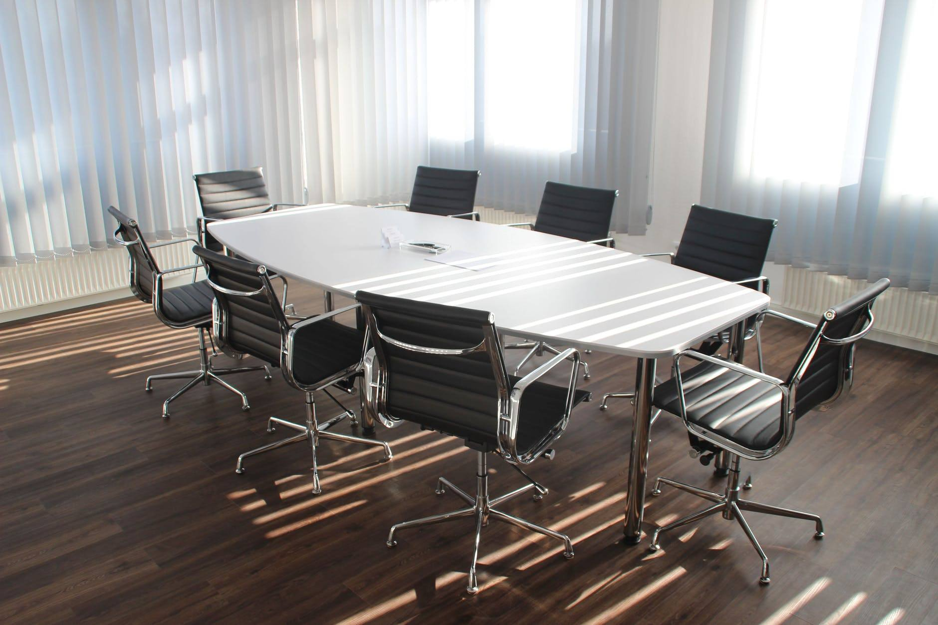 The CEO Shadow - How The Top Leaders Define The Narratives?